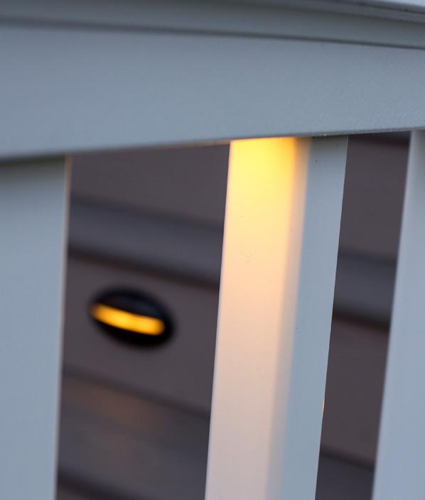 Luces bajo barandal para cubiertas de TimberTech: imagen 2