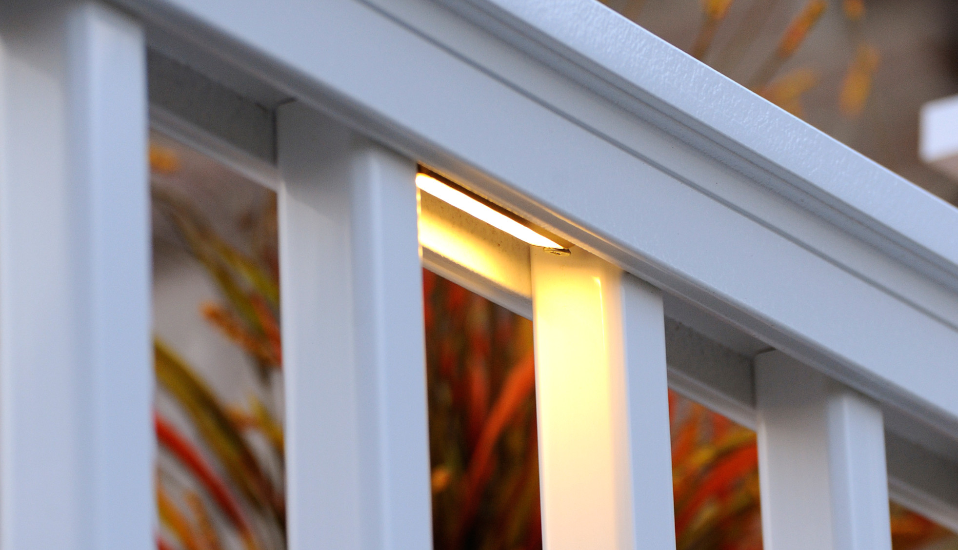 Luces bajo barandal para cubiertas de TimberTech: imagen 1