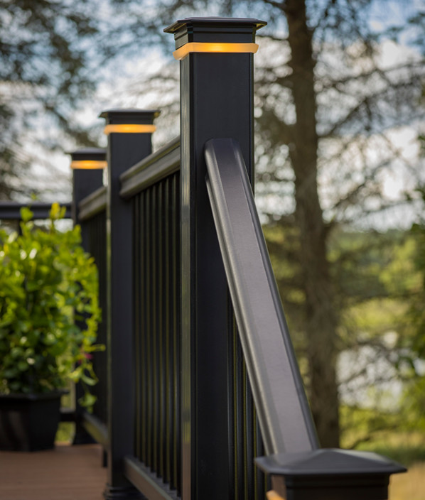 Collection de garde-corps RadianceRail de TimberTech de couleur Black