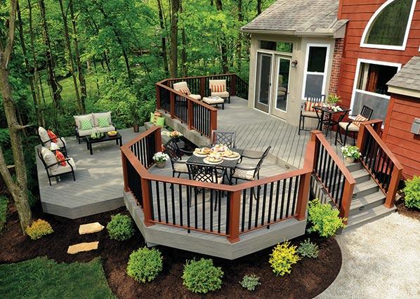 Collection de terrasses Terrain de TimberTech de couleur Silver Maple