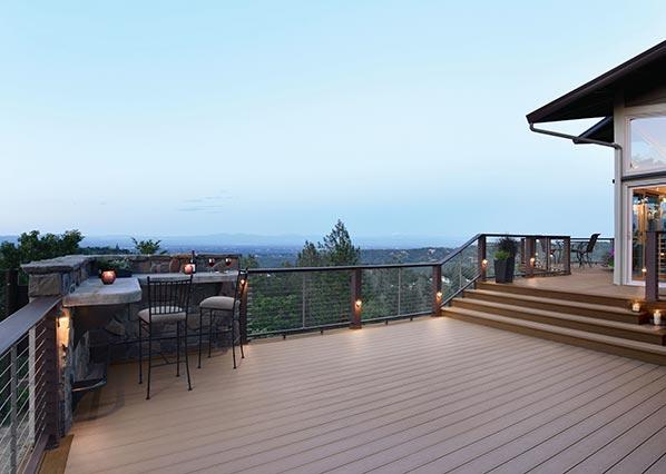 Collection de terrasses Terrain de TimberTech de couleur Sandy Birch